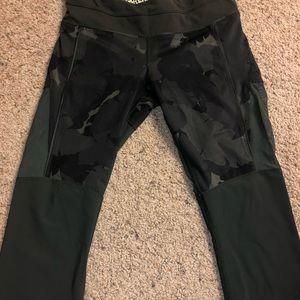 Lululemon knee length leggings size 6